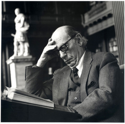 Isaiah Berlin en la Codrington Library, All Souls College, Oxford, 1988 / Foto de Deborah Elliott