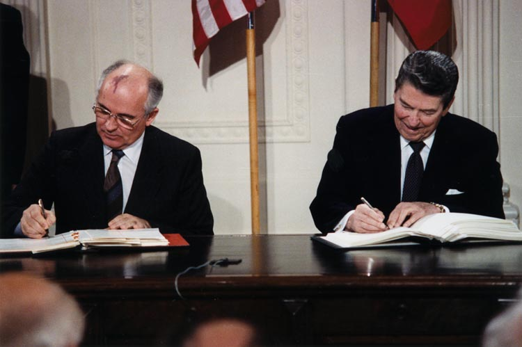 Ronald Reagan y Mikhail Gorbachev (Foto: White House Photographic Office / Creative Commons)