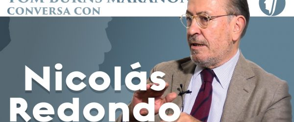 Tom Burns conversa con Redondo